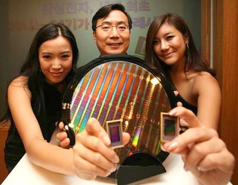 Samsung Prepares the 128 GB Flash Memory Card