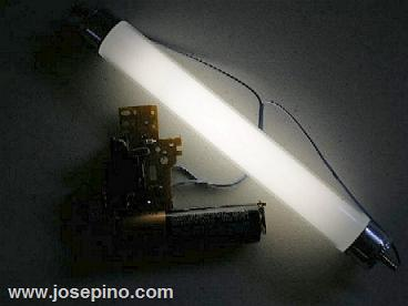4 Watt fluorescent lamp powered by AA battery