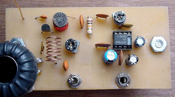 One transistor super-regenerative FM receiver - top board view